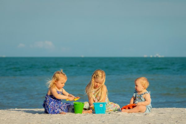 chldren playing on the beach