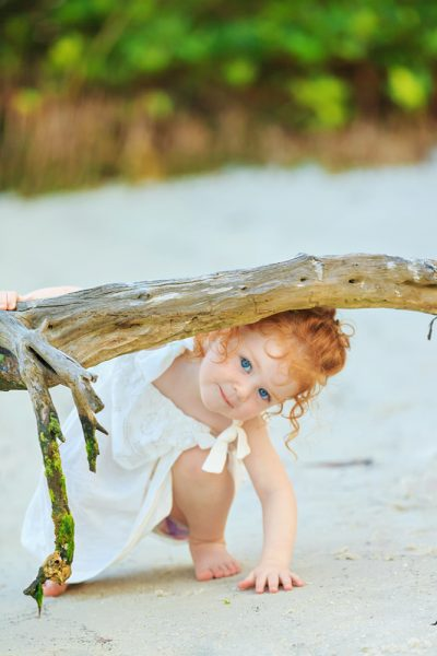 litte girl photo on beach