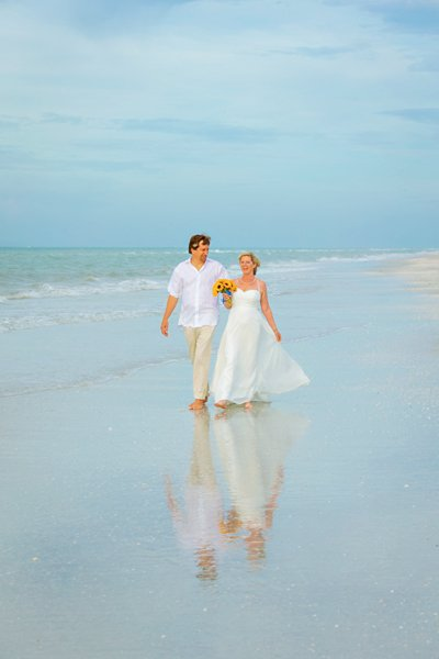 Sanibel beach wedding picture